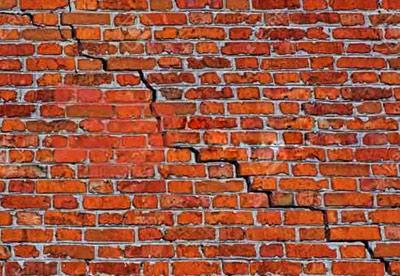 ترک دیوار ناشی از نیروی زلزله