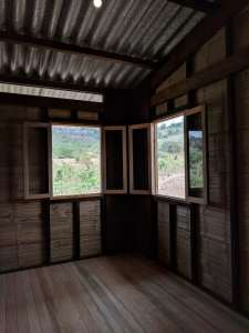 نمونه اولیه خانه یک طبقه در مناطق روستایی اکوادور، با استفاده از مصالح بازیافت شده از Habitat III