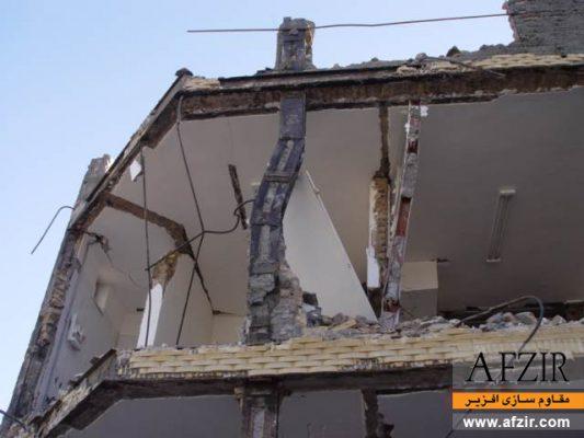 تخریب و کمانش ستون های پاباز به دلیل فاصله ی زیاد بست ها- مقاوم سازی ساختمان